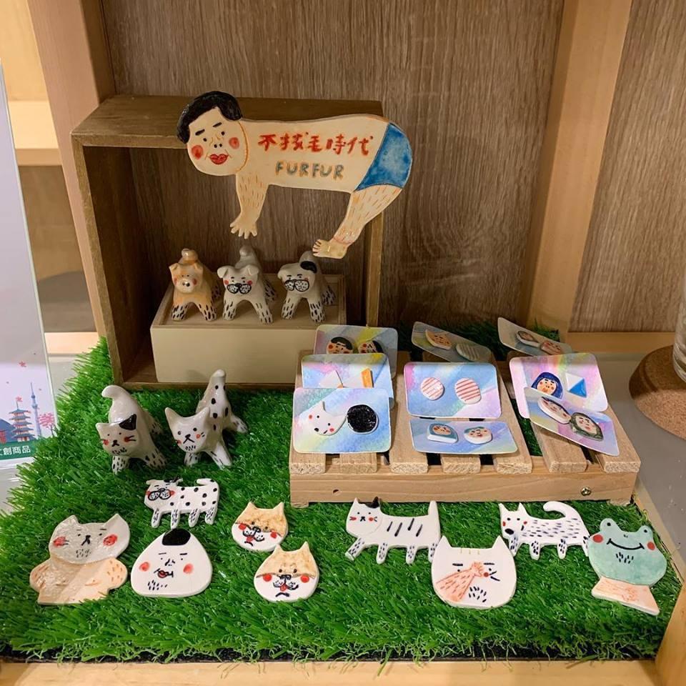 圖/店家與臺灣藝術家合作寄賣商品,有一櫃的文青小物可以逛逛。此木二水 Shiba...