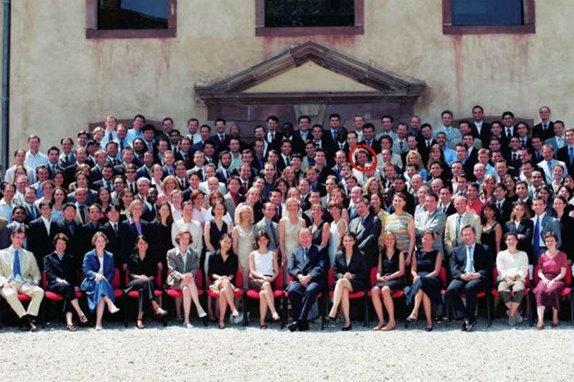 畢業於ENA的馬克宏,自己也是屬於 ENA 前15%的經典案例之一。圖為2004...