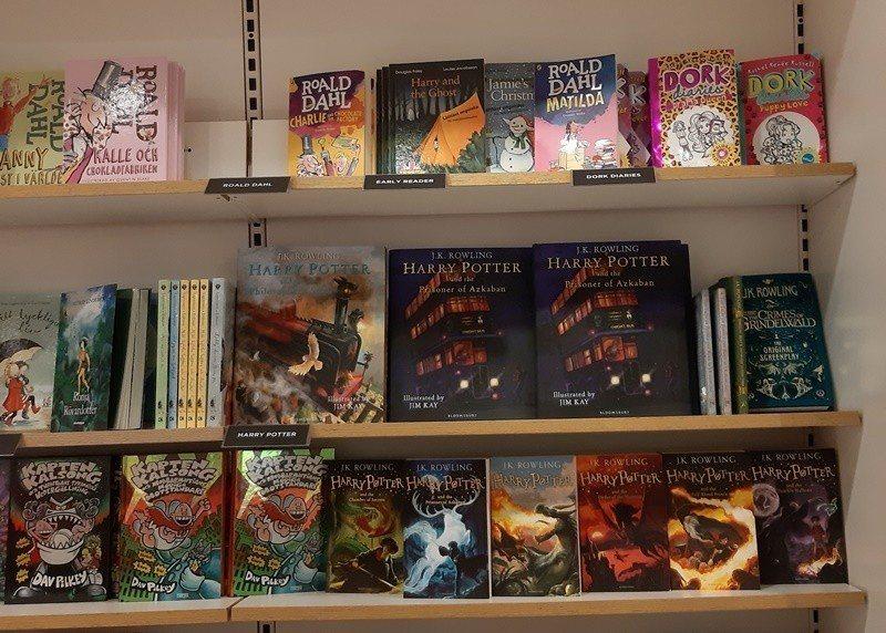 瑞典書局與玩具店到處可看到英語童書。