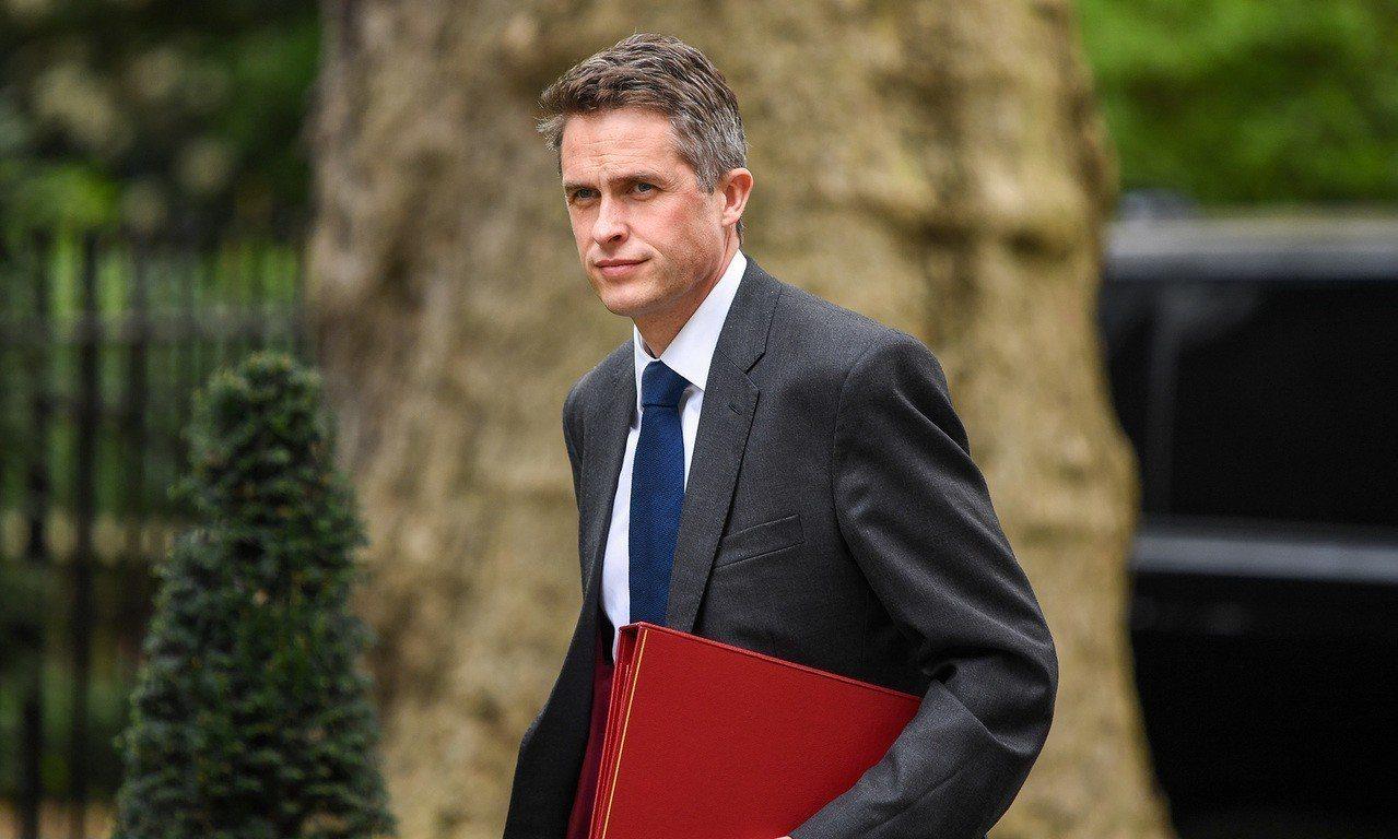 英國國防大臣泄露華為相關決策的機密,遭首相梅伊開除。 彭博資訊