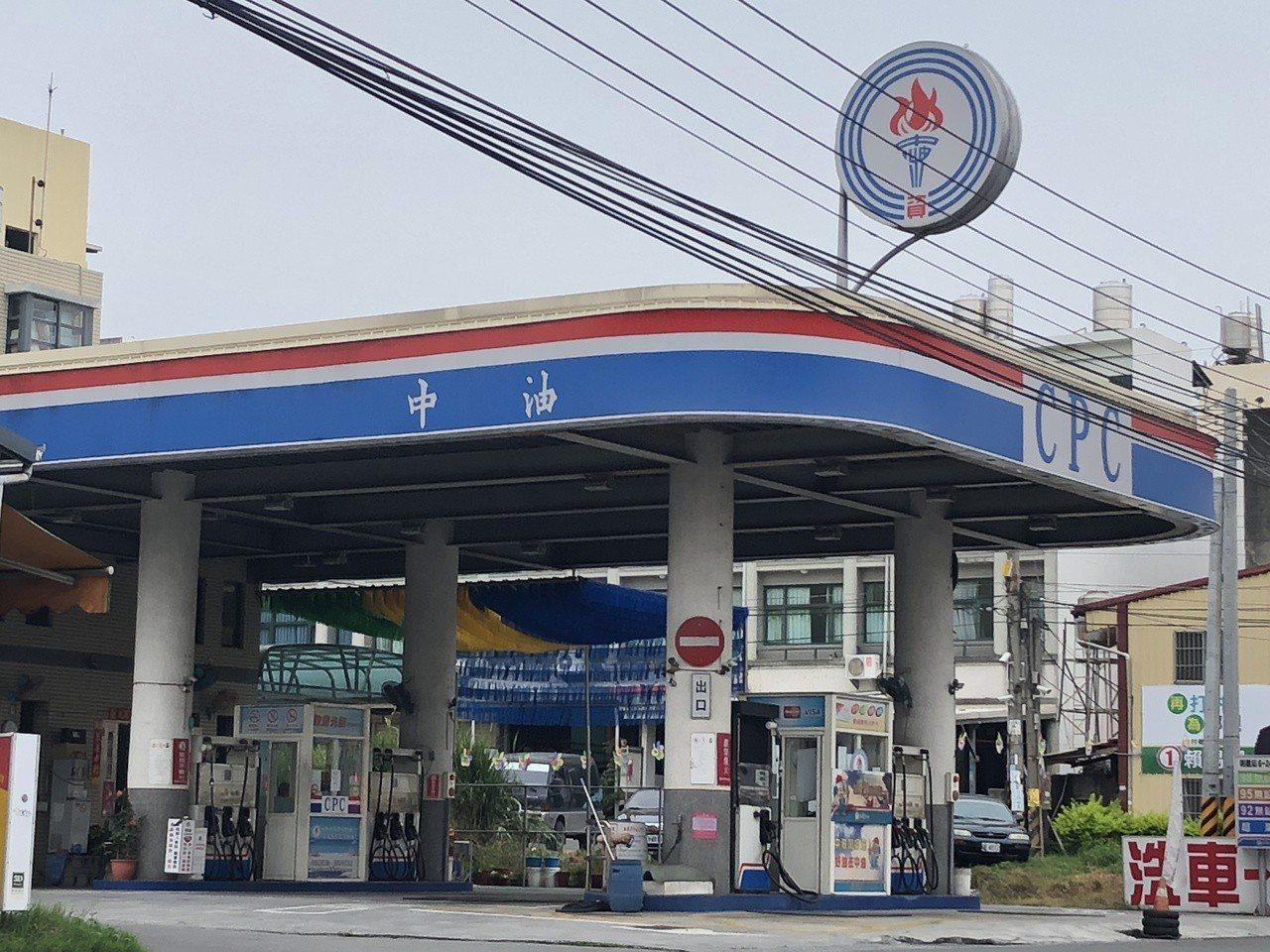 男子在加油站被誤加汽油,圖非文內加油站。本報系資料照/記者林敬家攝影