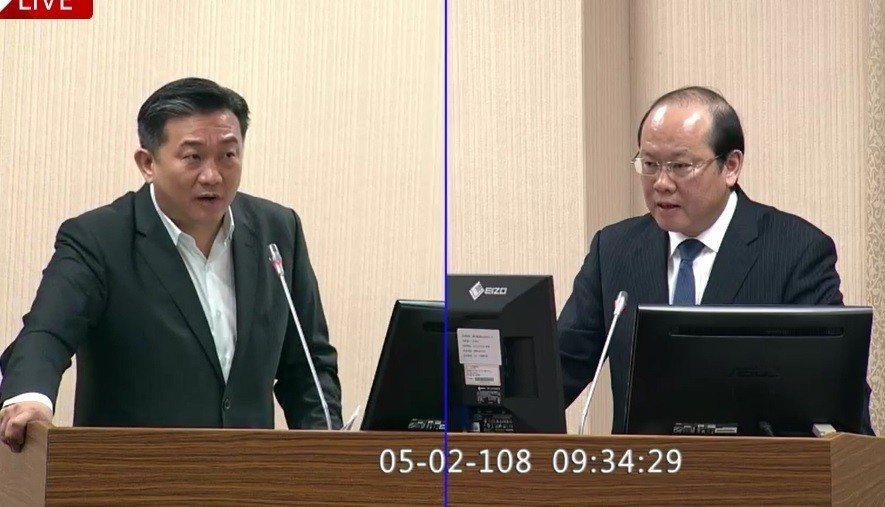 國安局副局長陳文凡(右)上午表示,國安局研判,美軍艦艇巡航台灣海峽將逐漸形成常態...