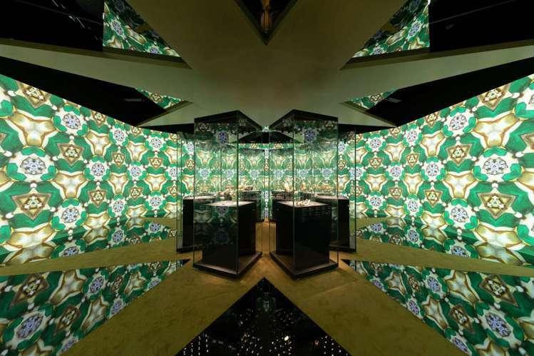 寶格麗選在成都博物館舉辦《SerpentiForm》靈蛇傳奇珠寶藝術展,展出超過...