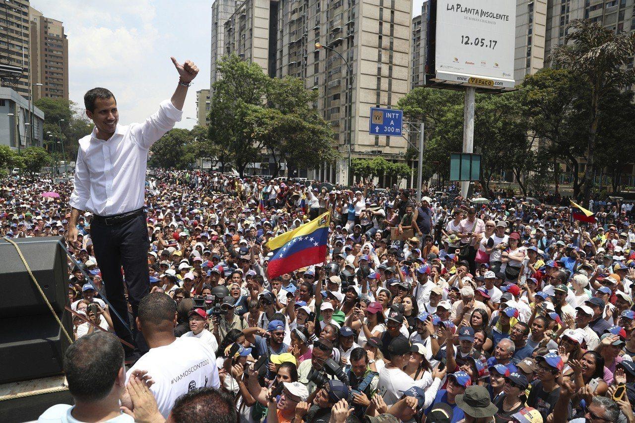 前一日鼓動軍方推翻政府的行動失敗後,委內瑞拉反對派領袖瓜伊多一度被傳行蹤不明,但...