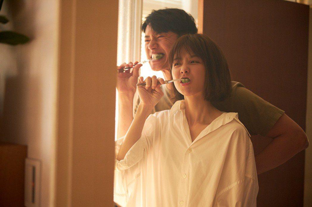 邵雨薇找來吳慷仁演出「裝睡的人」MV。圖/寬宏藝術提供
