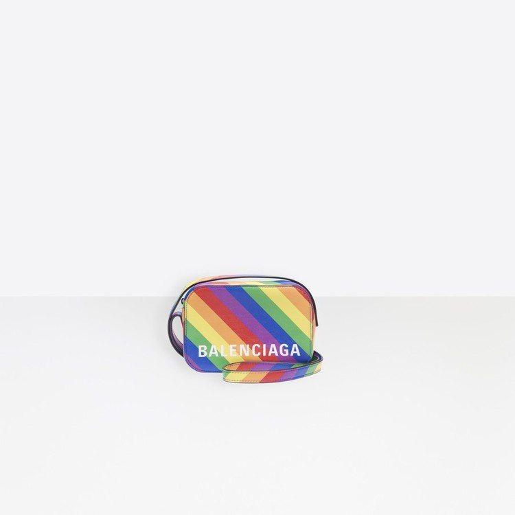 Balenciaga彩虹相機包。圖/摘自官網