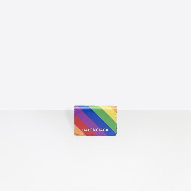Balenciaga彩虹短夾。圖/摘自官網