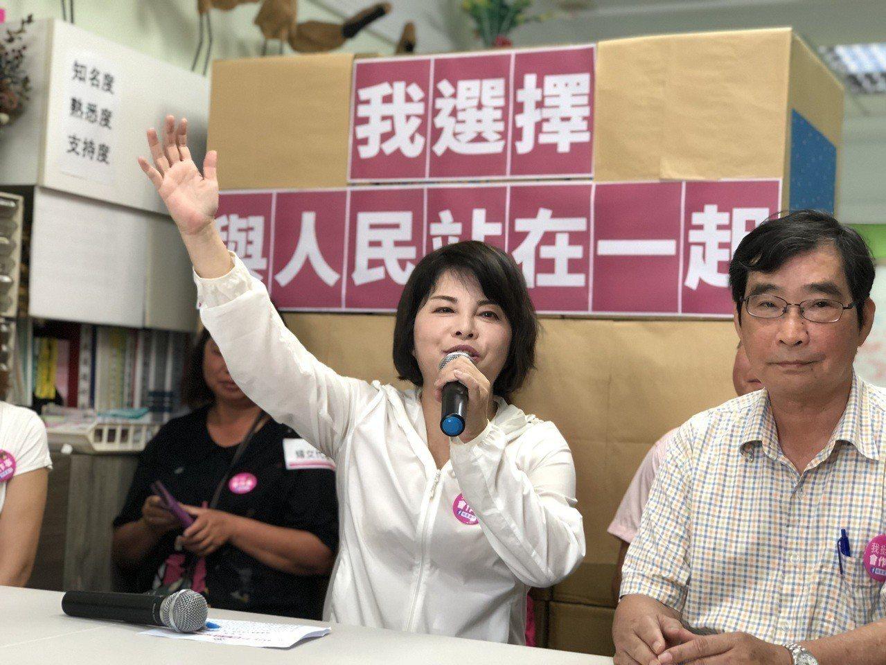 民進黨台南市第一選區立委初選,台南市前市議員賴惠員(左)在民調拿到最高支持度。圖...