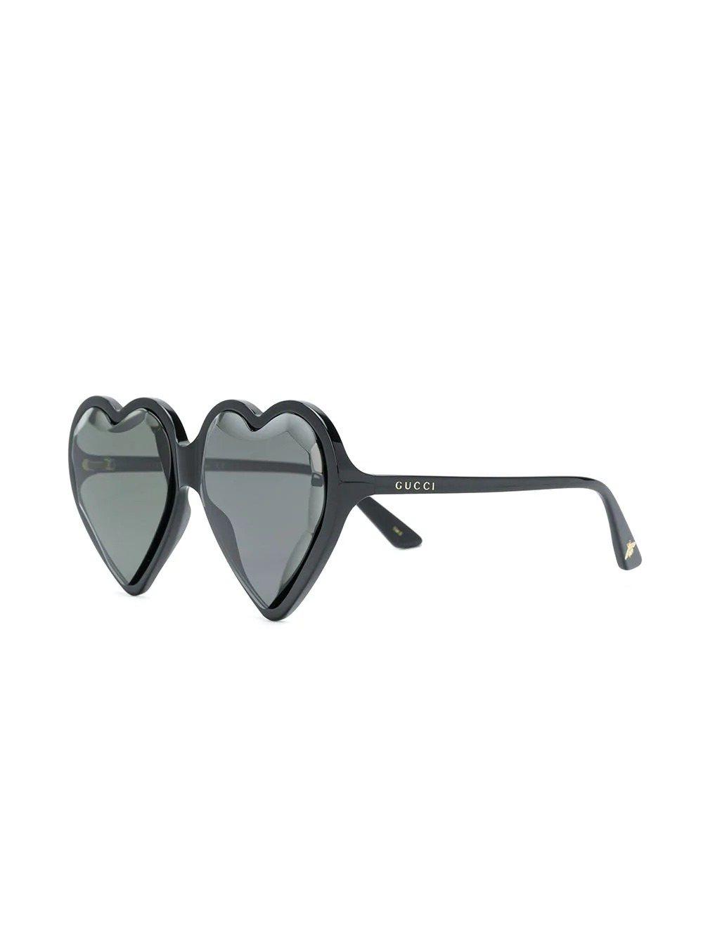 吳漣序配戴的Gucci超大愛心造型墨鏡。圖/Gucci提供
