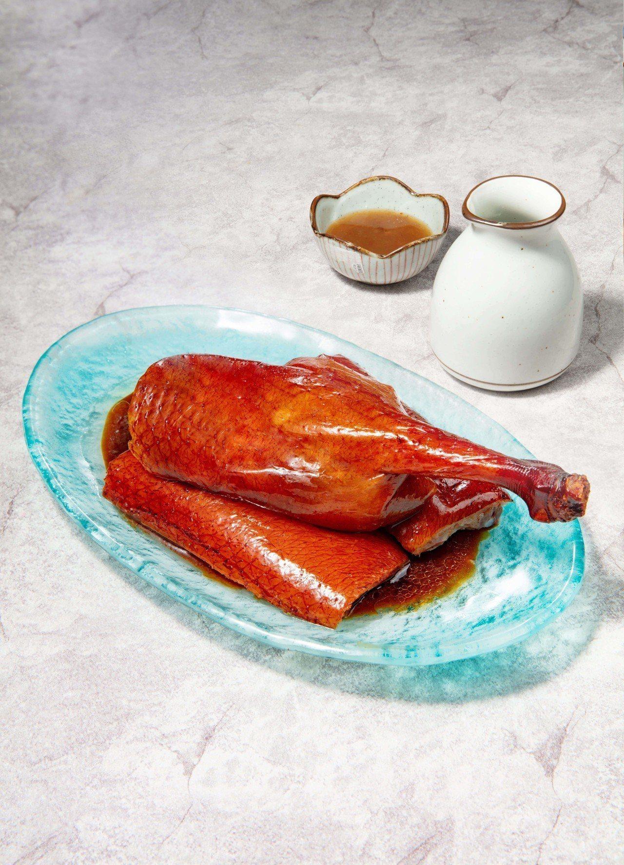 滿燻燒鴨(下牌帶腿) 398元。圖/緯豆餐飲提供
