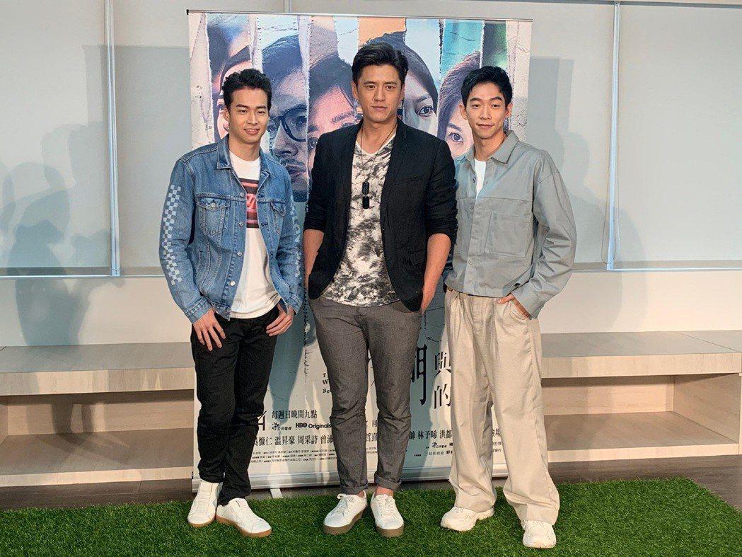 王可元(右起)、阿布、林敬倫召開「平反記者會」。圖/CATCHPLAY提供