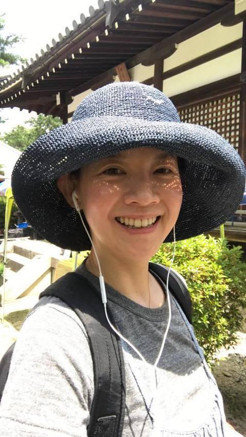 曾寶儀推出新書「50堂最療癒人心的說話練習」,有出版界的友人認為她的主持經歷可以寫成一本書,於是鼓勵她寫作,她對這本書的問世相當重視,不僅花了大半年的時間寫作,最後收尾時還獨自跑到日本京都閉關一周,...
