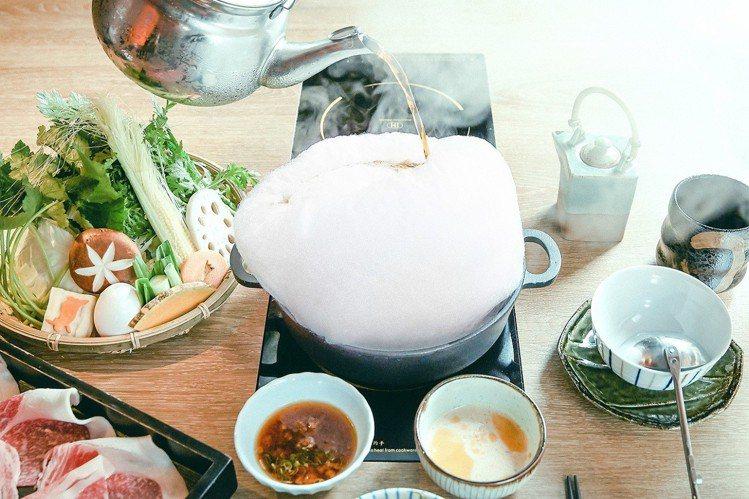 「夢幻雲海壽喜燒」特殊造型,滿足現代人打卡需求。圖╱亞洲萬里通提供