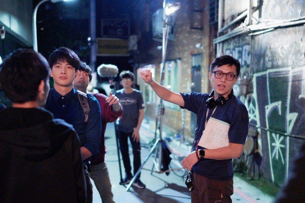 林君陽導演(右)拍完「與惡」後拍「愛情白皮書」。圖/東森提供