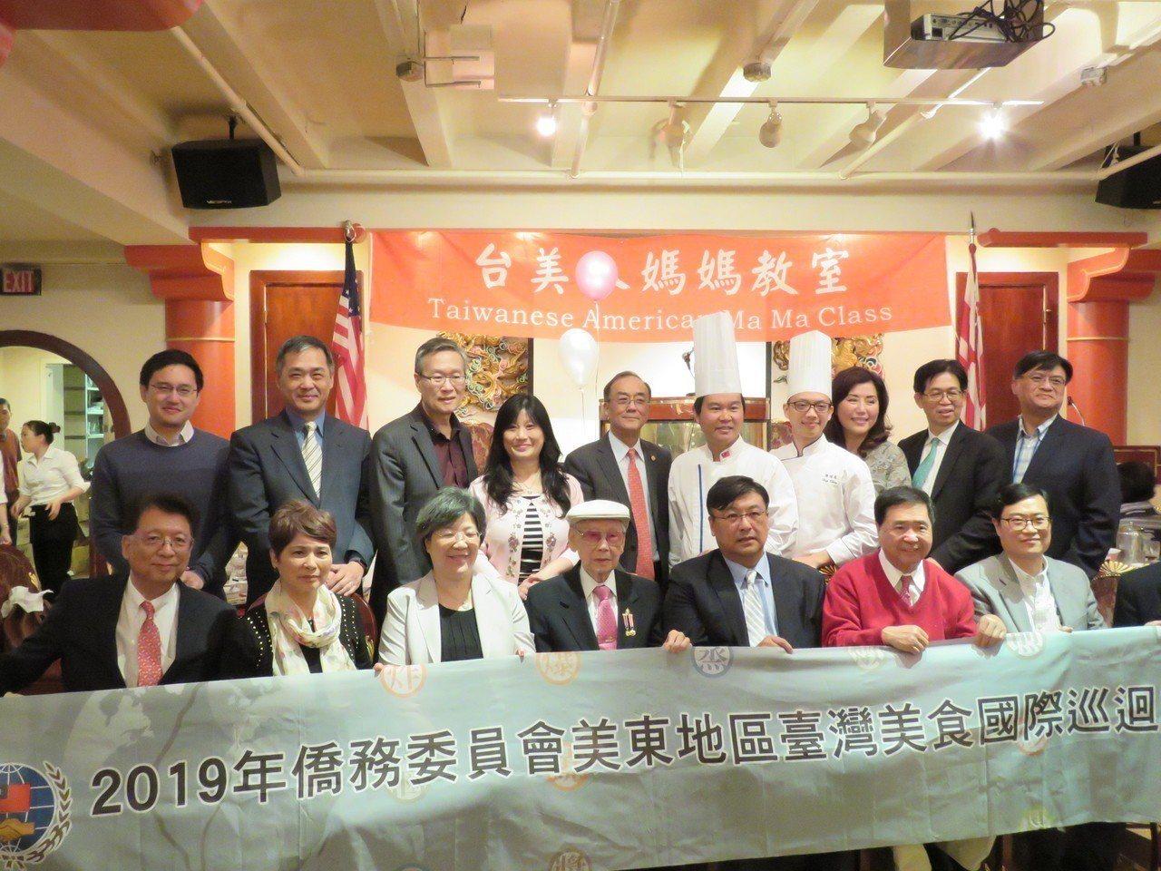 華府社團「台美人媽媽教室」舉行周年慶,推廣台灣美食。華盛頓記者張加/攝影