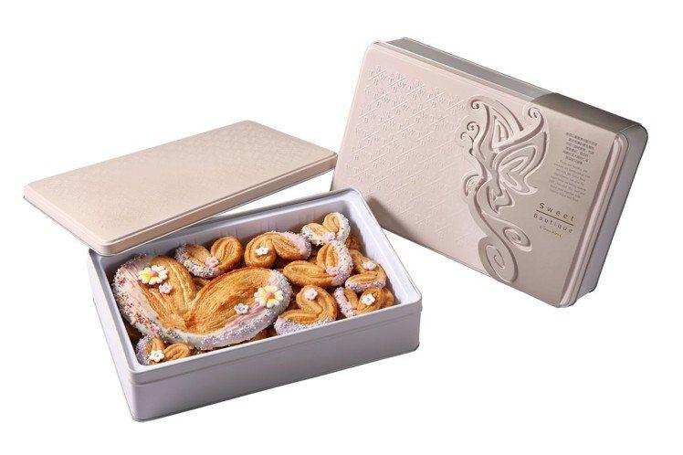 被譽為「香港甜點教父」黃耀文(Tony Wong)的蝶之花蝴蝶酥禮盒。圖/台北晶...