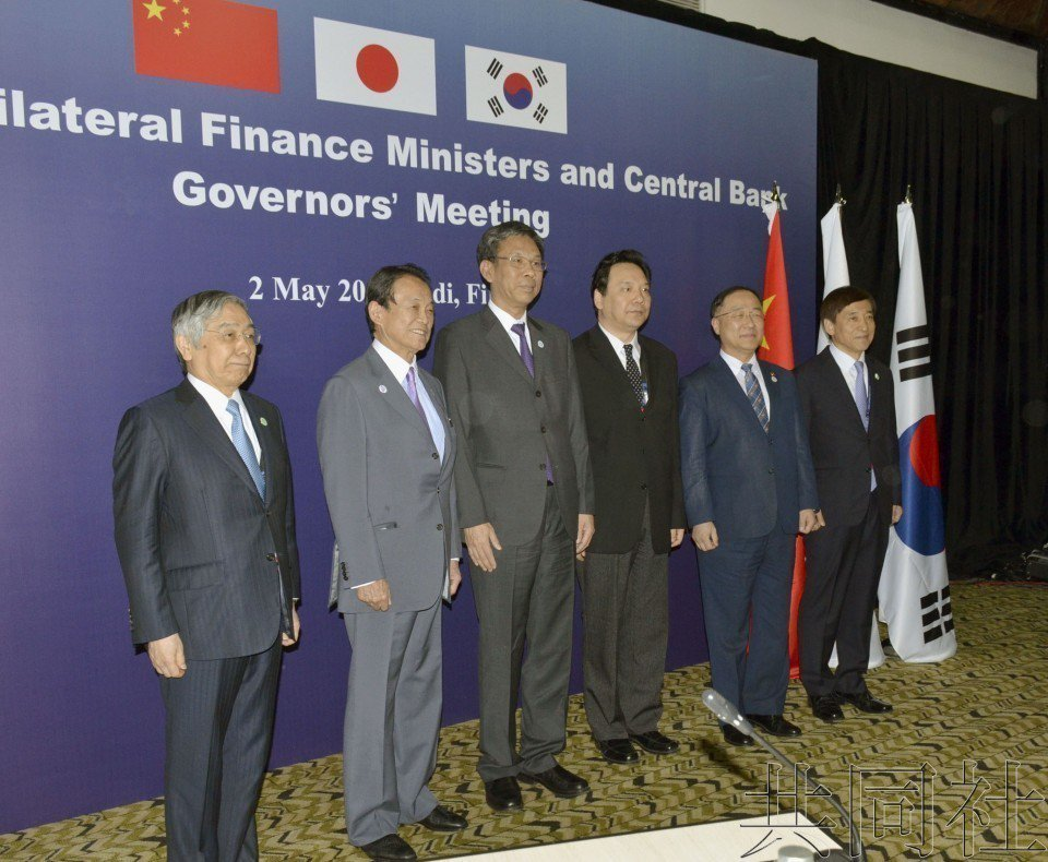 中國、日本和南韓2日上午在斐濟的楠迪舉行財長和央行行長會議,就對抗保護主義達成了...