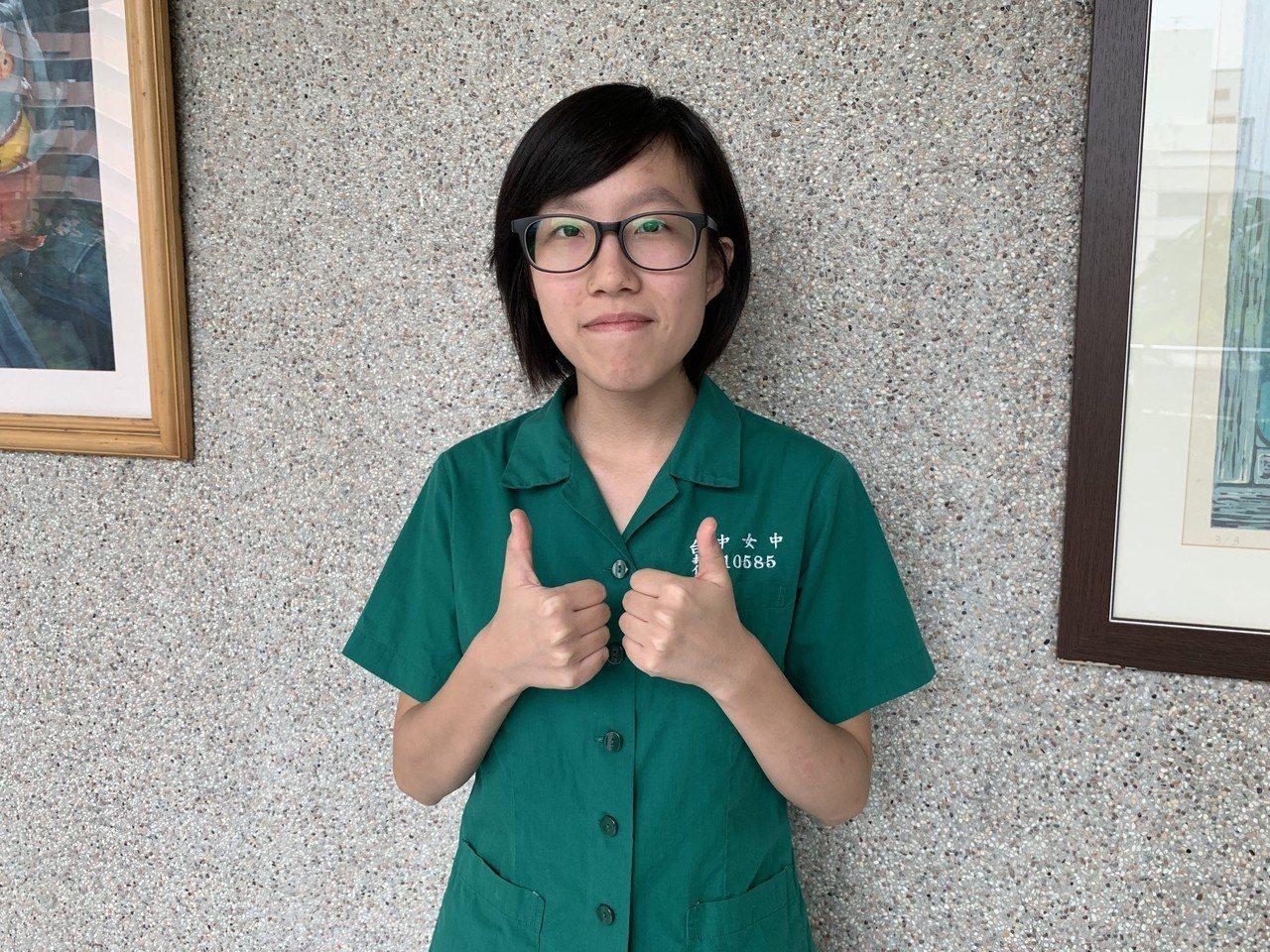 台灣大學申請入學昨天放榜,台中女中林芸平從小學就熱愛電腦程式,今年申請錄取台大、...