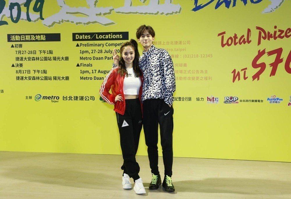 吳思賢(右)、陳芳語都曾因過度練舞受傷。圖/新視紀整合行銷提供