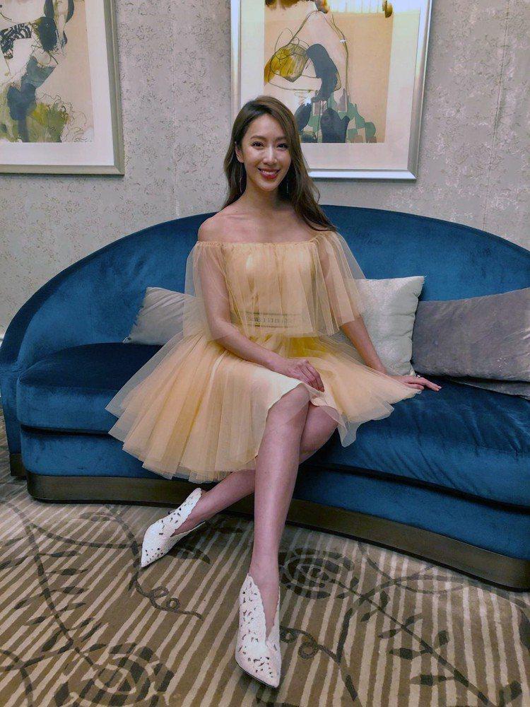 隋棠出席活動時選穿maje 2019春夏系列粉膚色澎裙洋裝。圖/maje提供