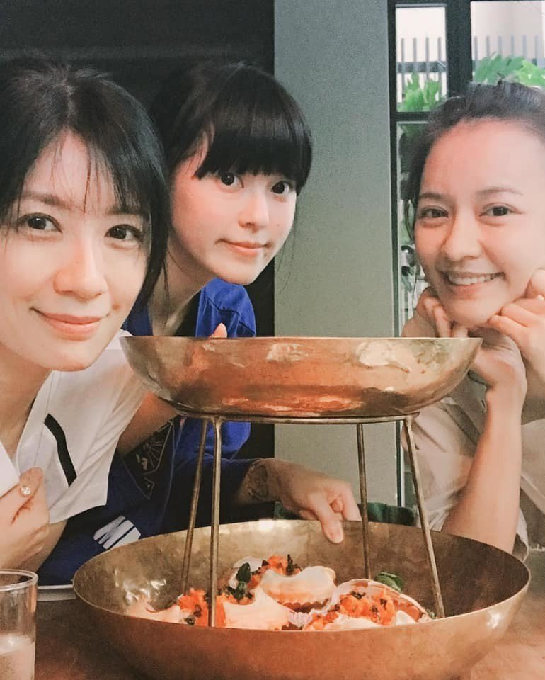 賈靜雯(左)與陳意涵(右)相約運動、聚餐。圖/摘自臉書