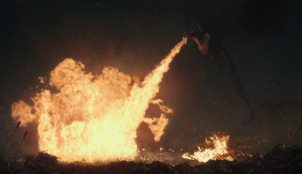 「冰與火之歌:權力遊戲」最壯觀大戰,粉絲直呼該在戲院大銀幕欣賞。圖/摘自imdb
