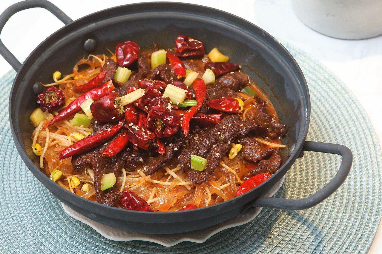 下飯開胃、重口味的水煮泡著牛肉片。記者陳睿中/攝影