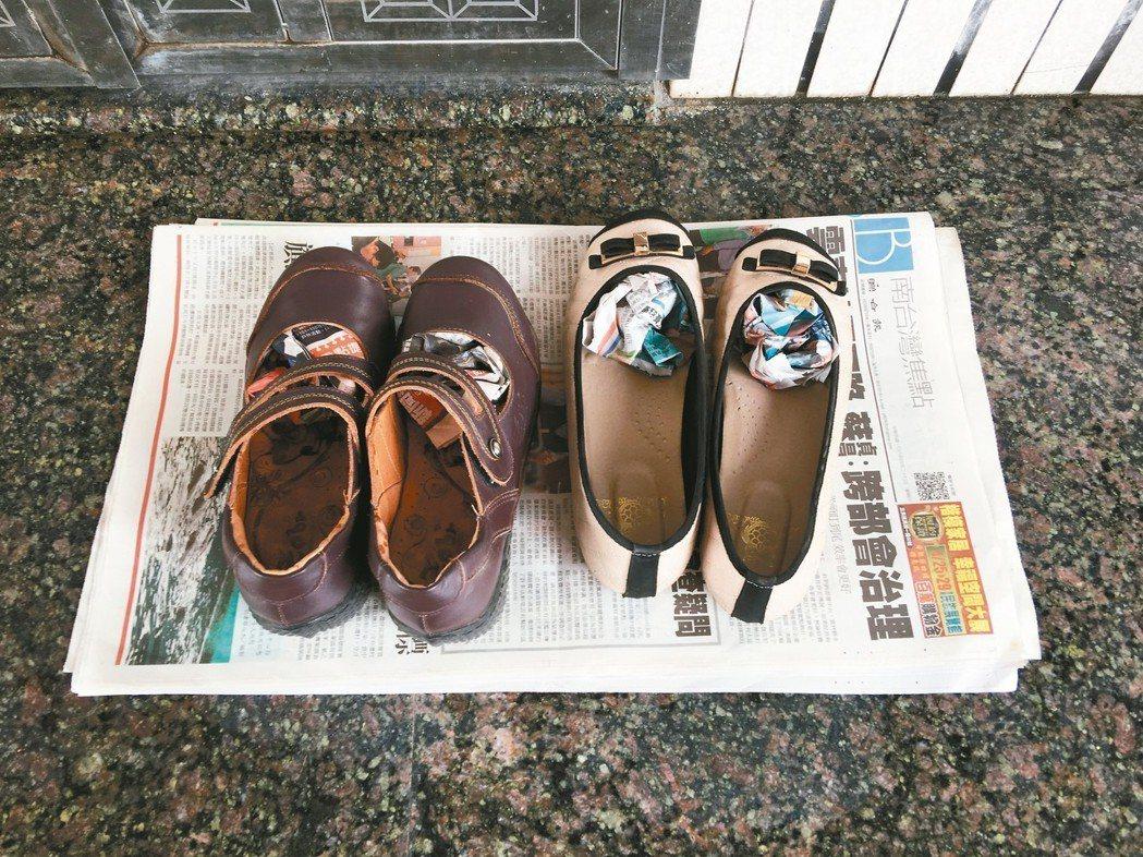 舊報紙可以放在大門口吸乾鞋底的雨水,揉成團塞入鞋內吸收水氣,屋內濕度大時,也能直...