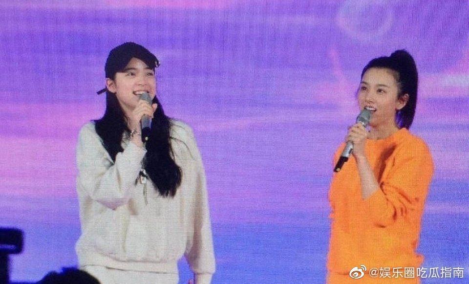 歐陽娜娜與宋祖兒同台彩排。圖/擷自weibo。