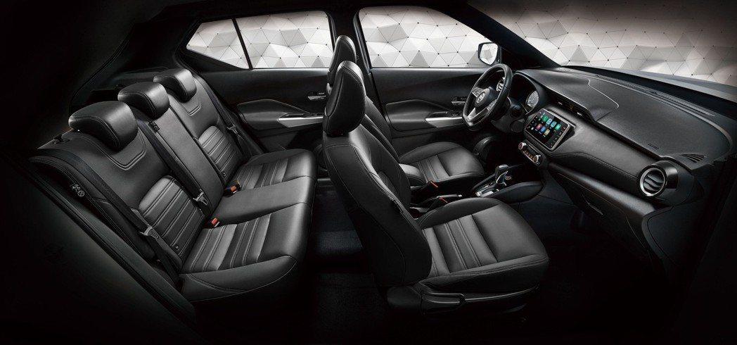 NISSAN KICKS 「完全制霸版」特仕車配備全新黑色內裝、多功能中央扶手及...