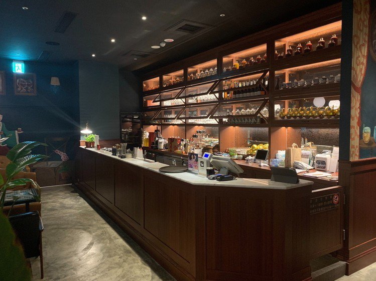 PACKIE古典質感的調酒吧台。圖/記者王威智攝影