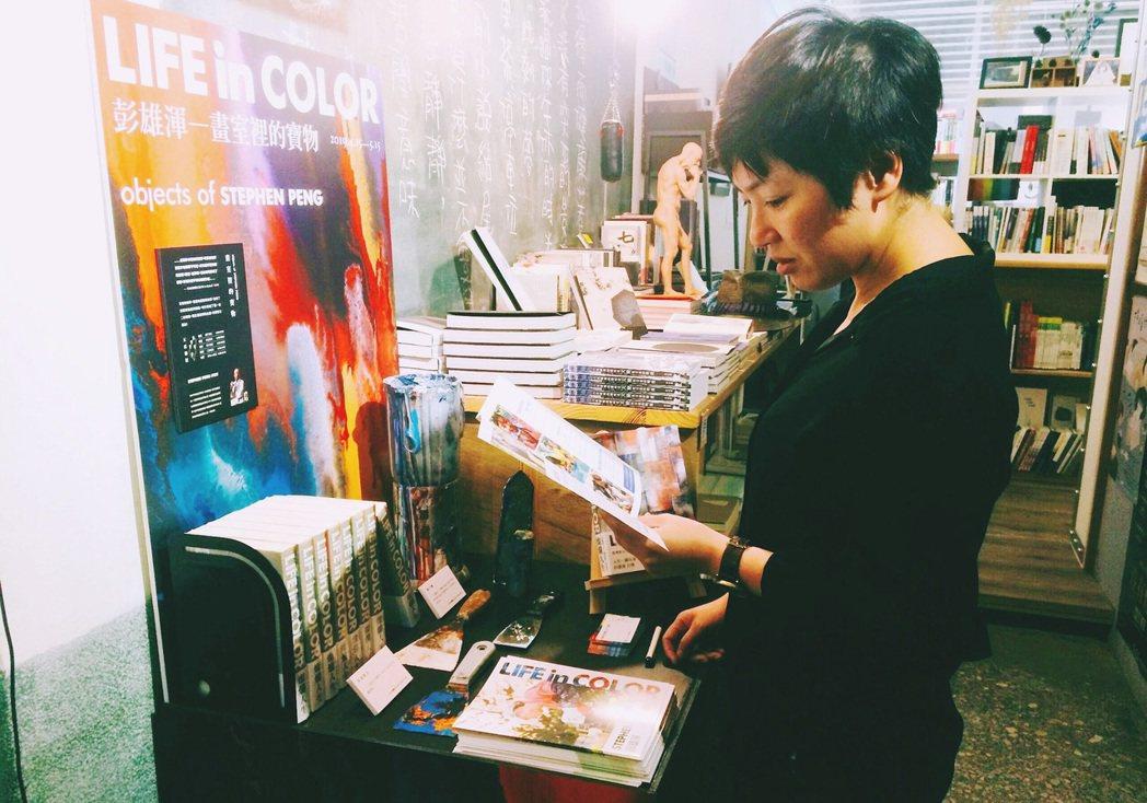 台灣箱包大王彭雄渾挑選了全台5家獨立書店舉辦聯展「畫室中的寶物」。圖/愛文社提供