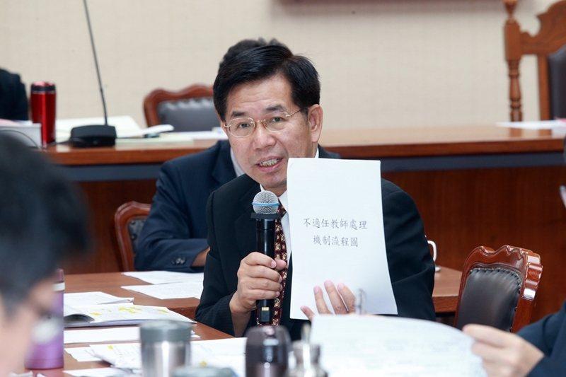 5月1日,教育部長潘文忠在教師法修正案續審時,就「教學不力」教師的解聘處理樣態進行討論。 圖/聯合報系資料照