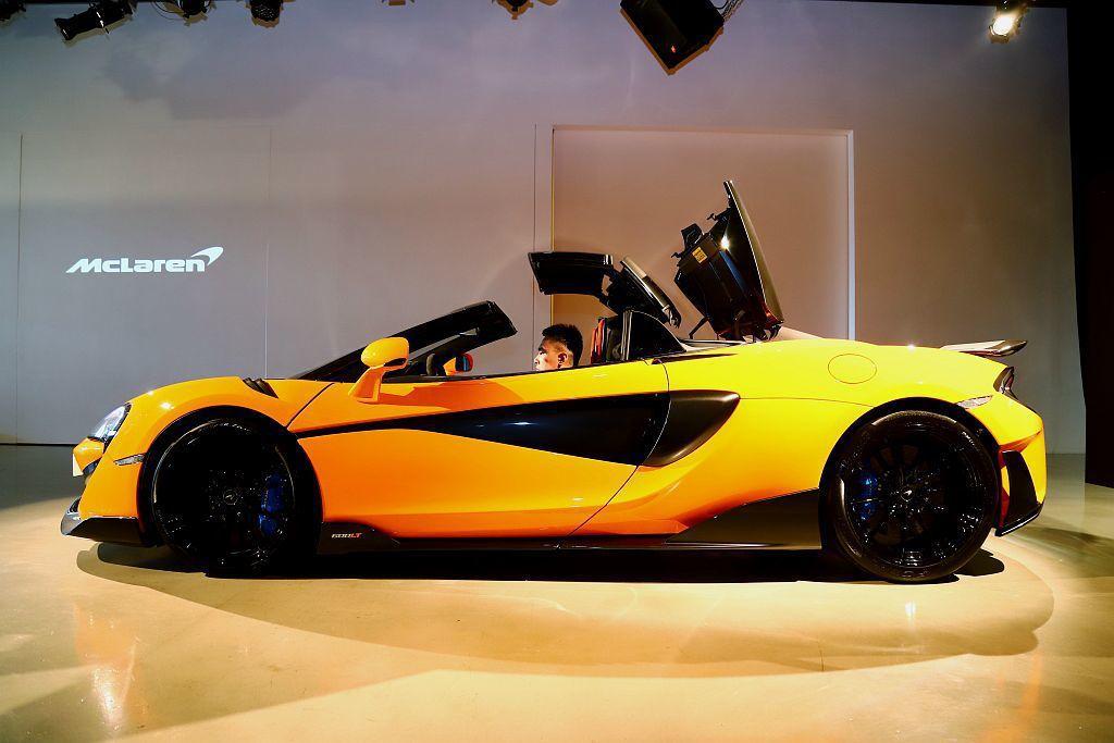 McLaren 600LT Spider可於40km/h的狀態下操作的敞篷機構,...