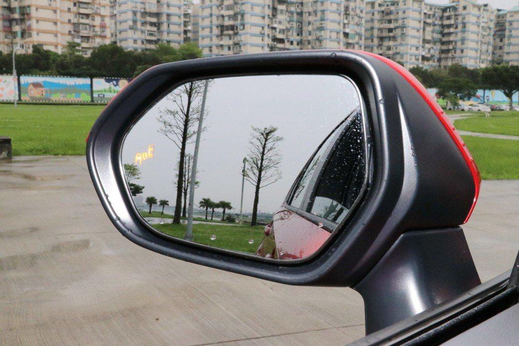 BSM盲點偵測警示系統。 記者陳威任/攝影