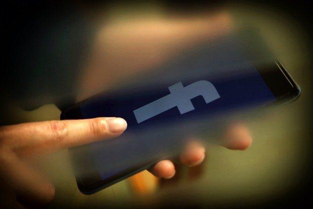 使用社群媒體卻不被利用愚弄,是每個使用者的挑戰。 (王建棟攝)