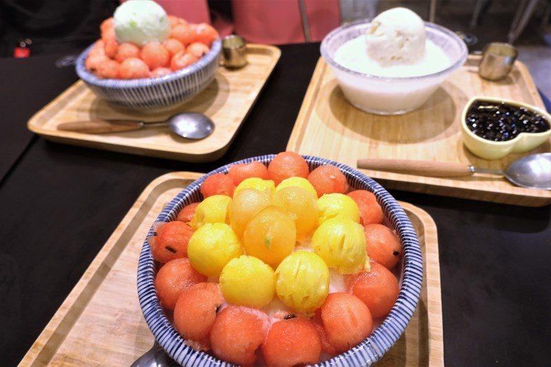 (圖/台灣旅行趣) ▲採用當季水果製作,並用冰淇淋點綴,顏色非常繽紛,而且水果大...