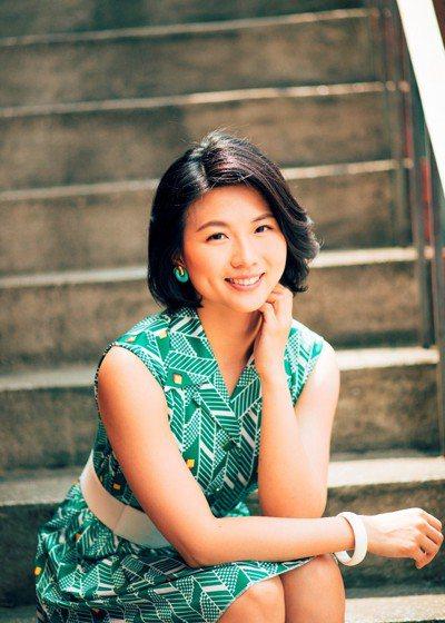 賴珮如於《何日君再來》裡飾演楊憶君,與馬來西亞僑生何天祥(陳彥廷飾)有段苦戀。
