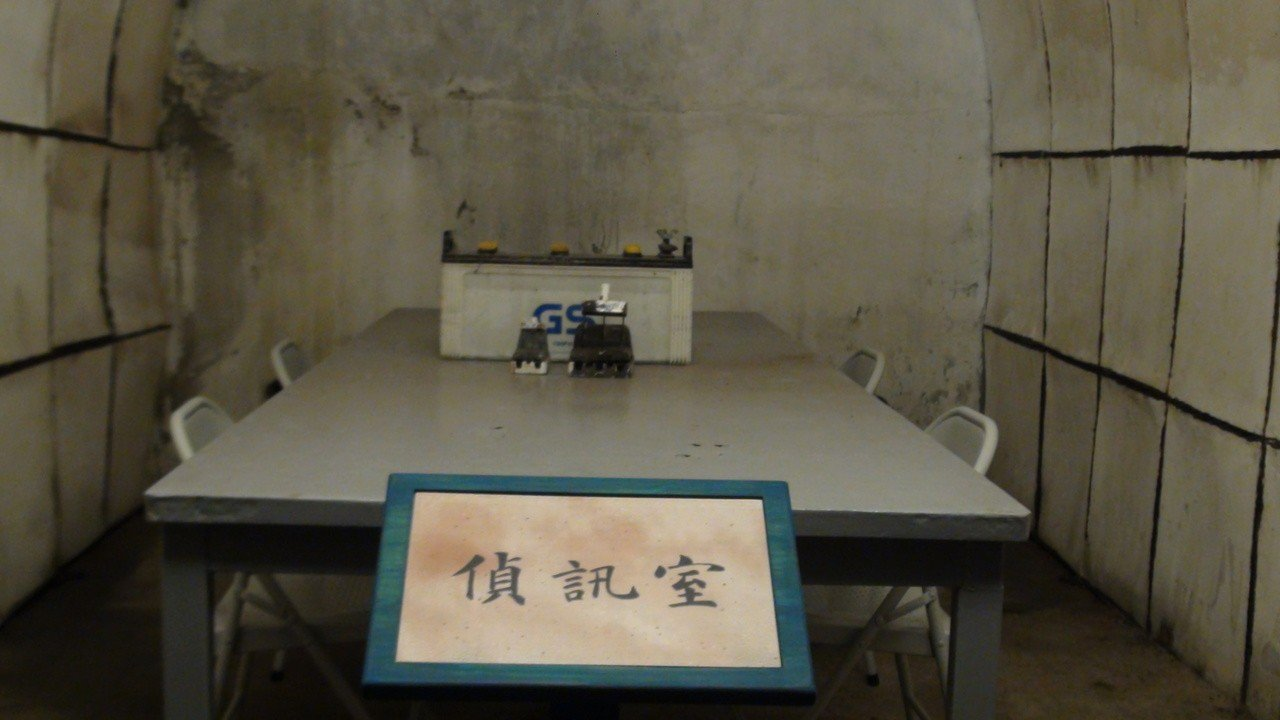 高雄市2日開啟的軍事遺址「鼓山洞」,裡面有偵訊室。記者楊濡嘉/攝影