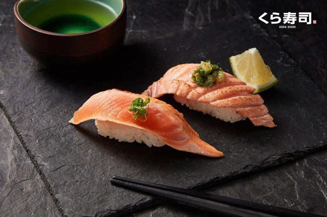 「燒炙鮭魚背肉」與「香檸炙烤生鮭魚」,每貫各40元。圖/藏壽司提供
