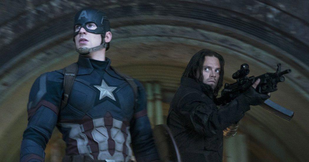 「酷寒戰士」巴奇與「美國隊長」史提夫羅傑斯。圖/迪士尼提供