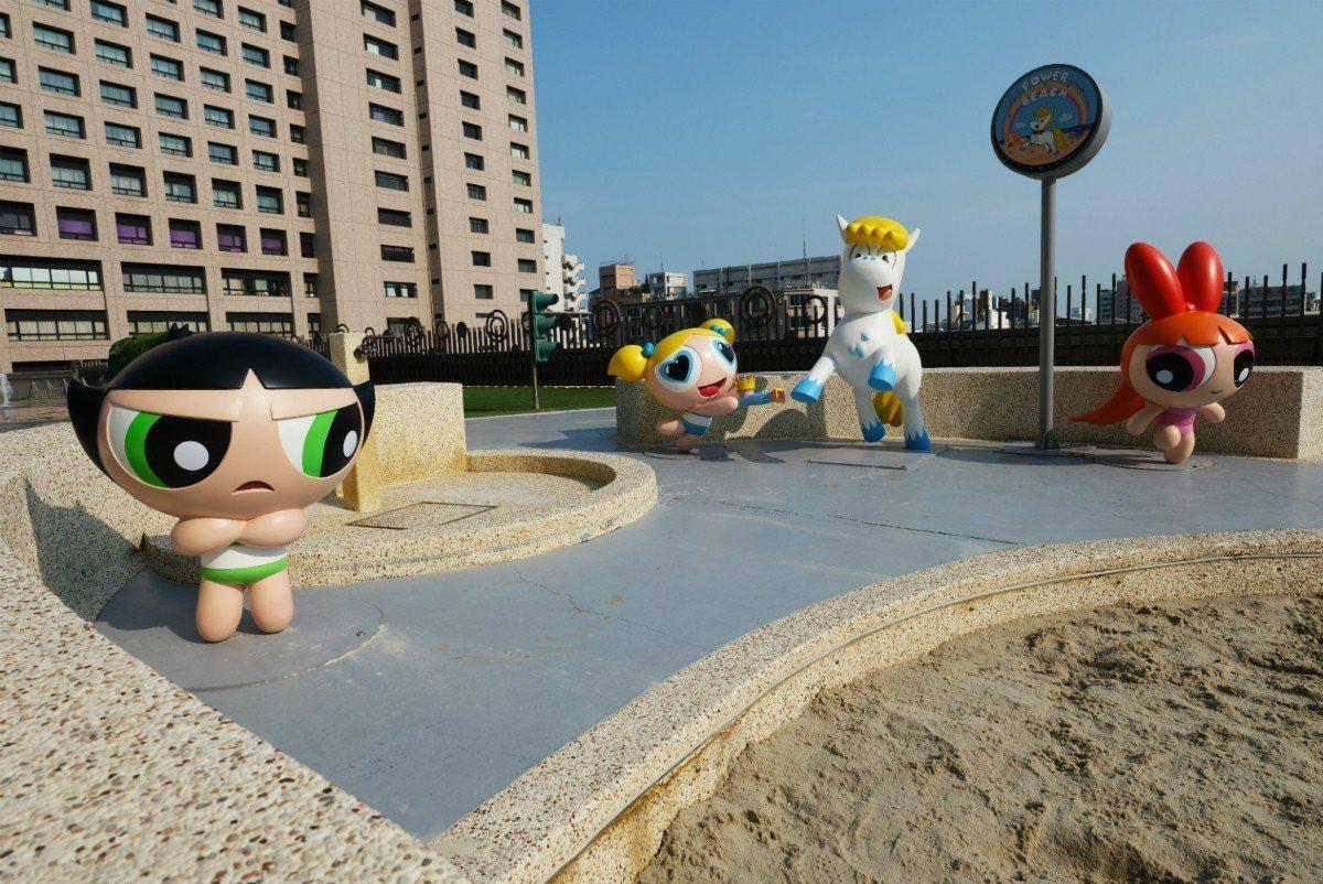 「小女警沙池」活潑可愛的飛天小女警花花、泡泡和毛毛,陪伴小朋友們一起歡樂玩沙。圖...