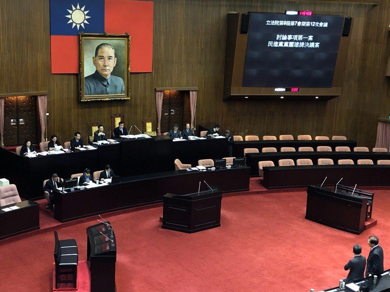 立法院審查民進黨團提出決議案。記者張文馨/攝影