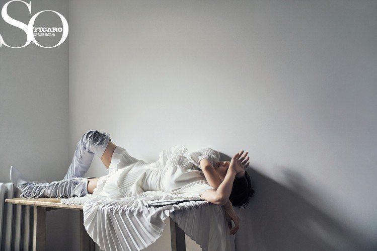 蔡依林穿GIVENCHY春夏系列,變身義大利周芷若躺著拍《So Figaro》雜...