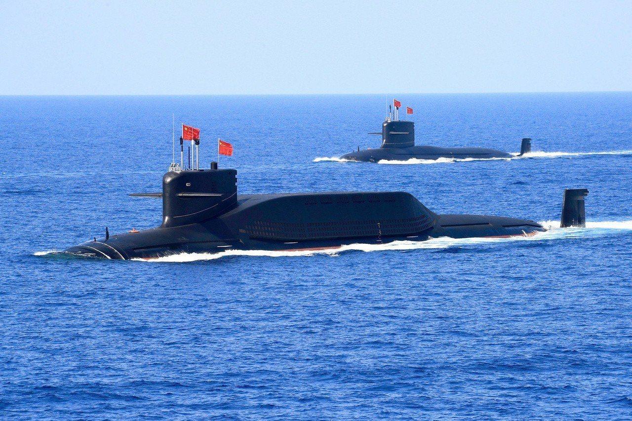 中共人民解放軍海軍的094型核潛艦(北約代號「晉級」)去年4月出現在南海。《路透...