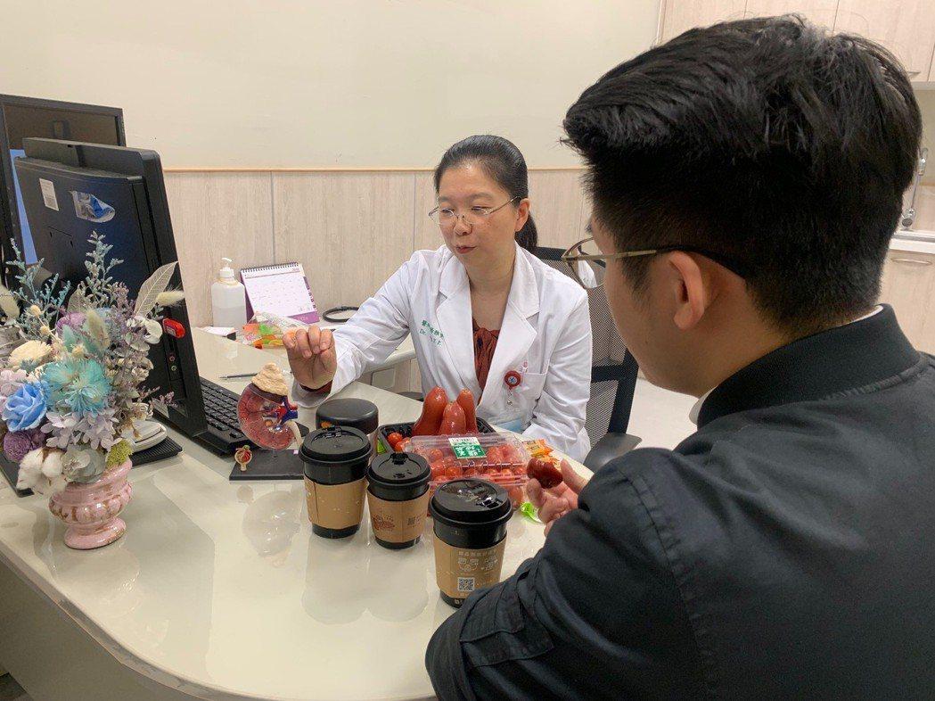 中國醫藥大學新竹附設醫院腎臟科主任楊雅斐表示,慢性腎病是長期的問題,照護的一環很...