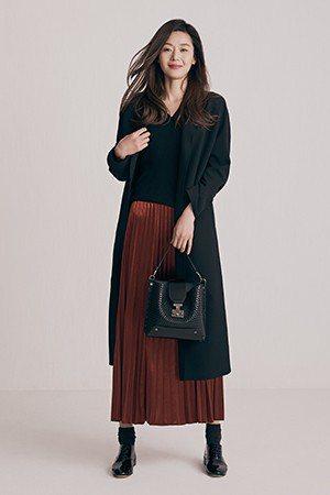 長版外套是搭配好物,衣櫃必備。圖/取自rouge & lounge官網