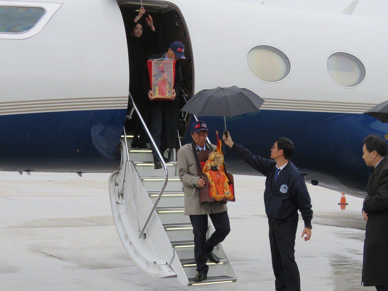 鴻海董事長郭台銘請媽祖與關公神像到美國威州廠坐鎮。特派記者張加/攝影