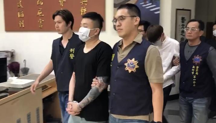 新竹市警方昨天掃蕩涉及多起暴力討債的三光幫楊姓男子及幫眾。記者黃瑞典/翻攝