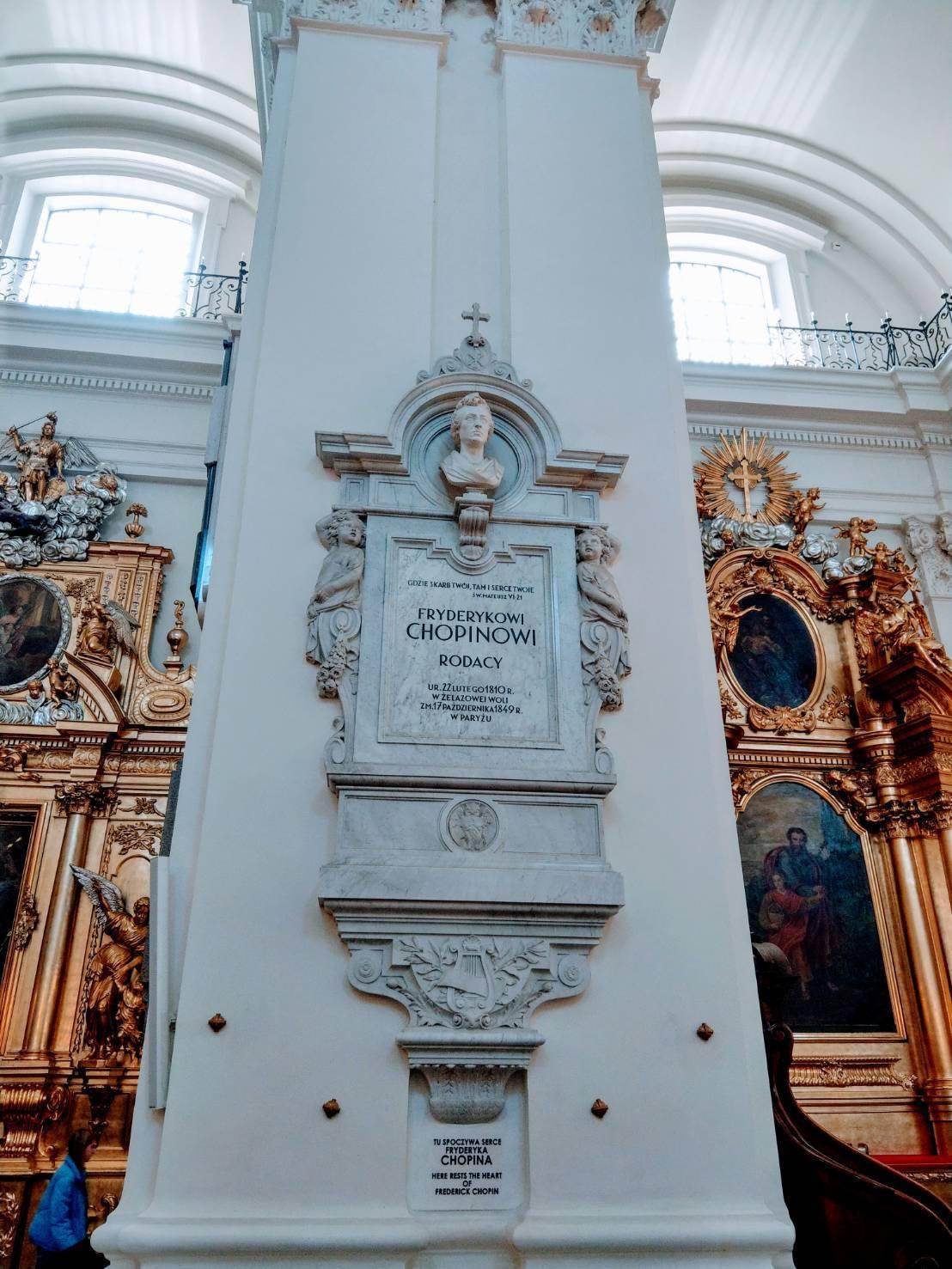 蕭邦39歲病逝巴黎,但心臟由姊姊裝罐運回華沙,至今保存在聖十字教堂的柱子內。記者...